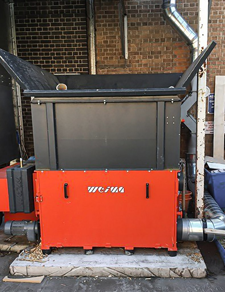 Used outdoors: the WEIMA WL 15 single-shaft shredder for wood waste