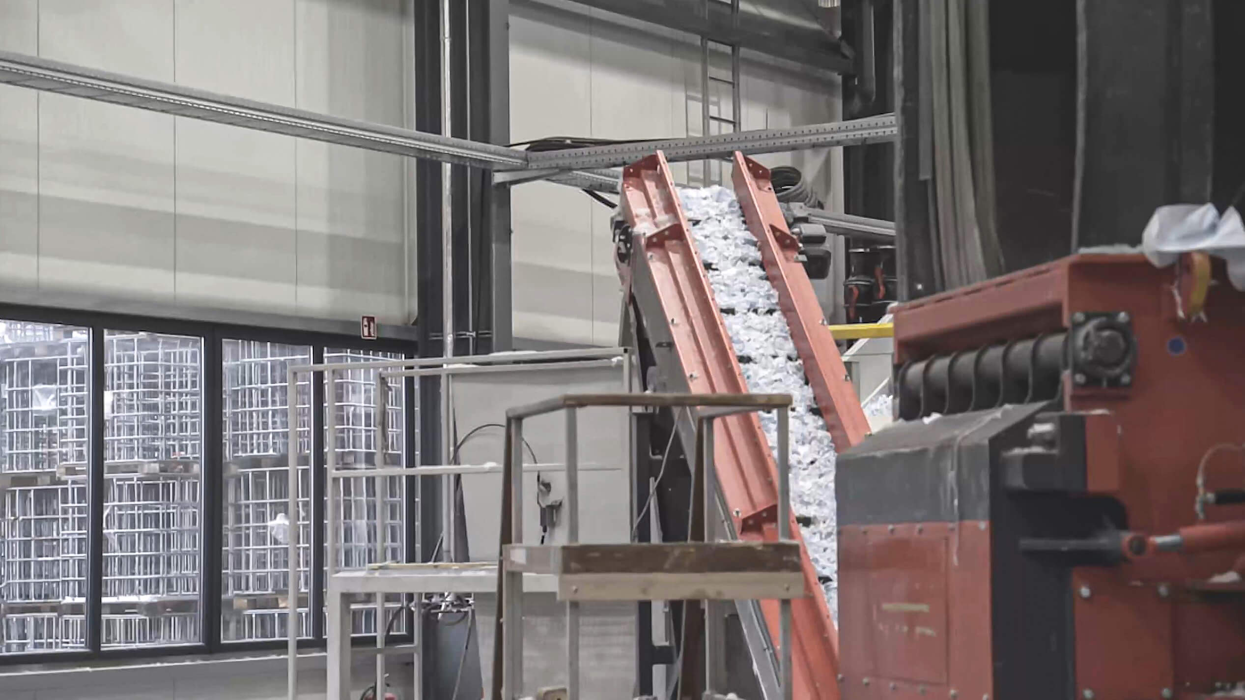 WEIMA Shredder with conveyor belt
