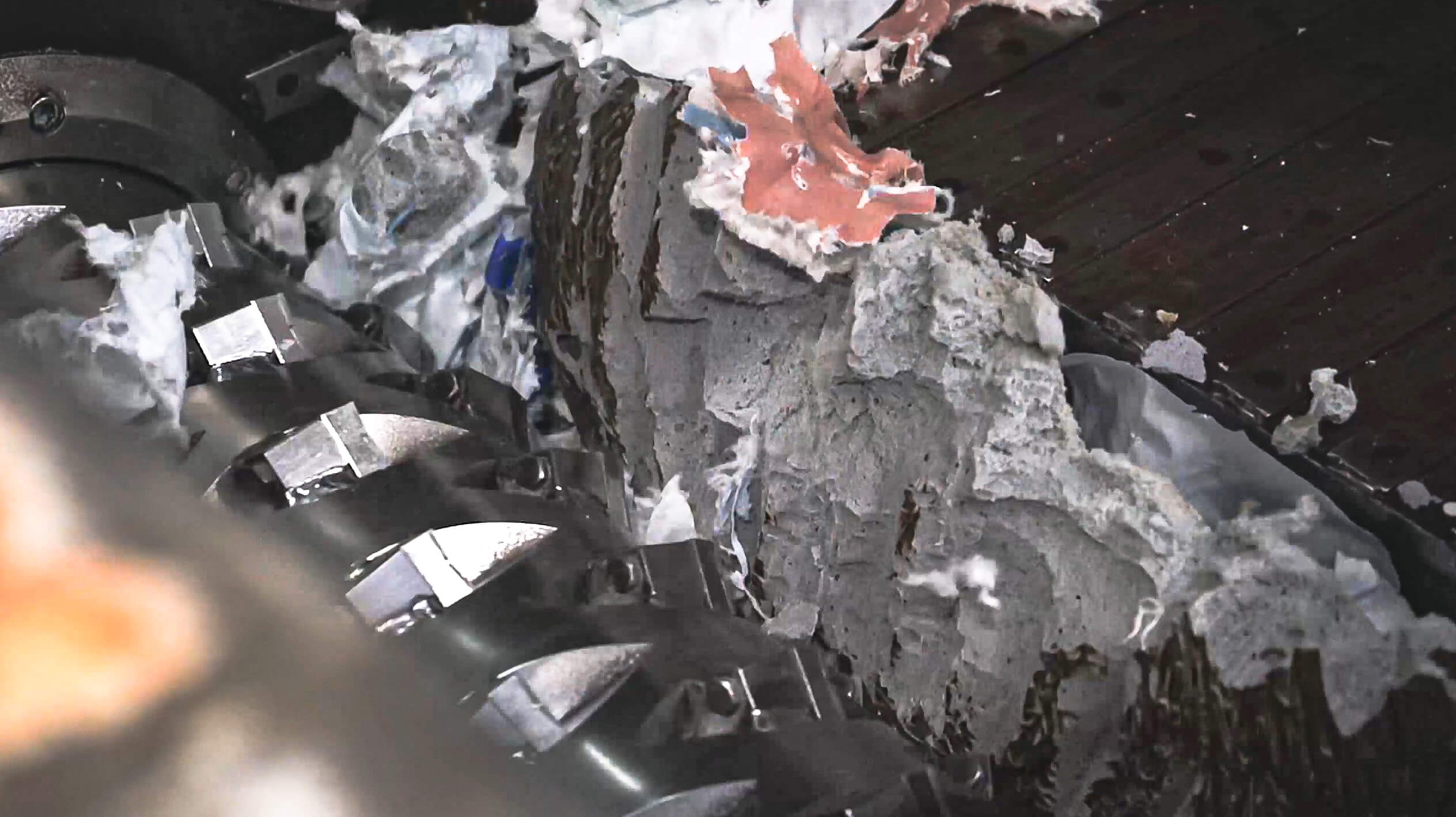 View of the rotor shredding plastic