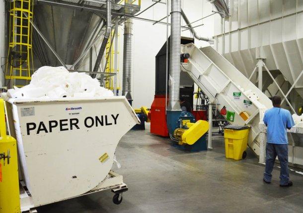 Shredder mit Papierabfall