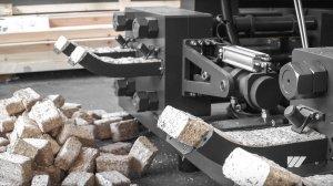 Zwei TH 1500 Brikettierpressen produzieren Holzbriketts