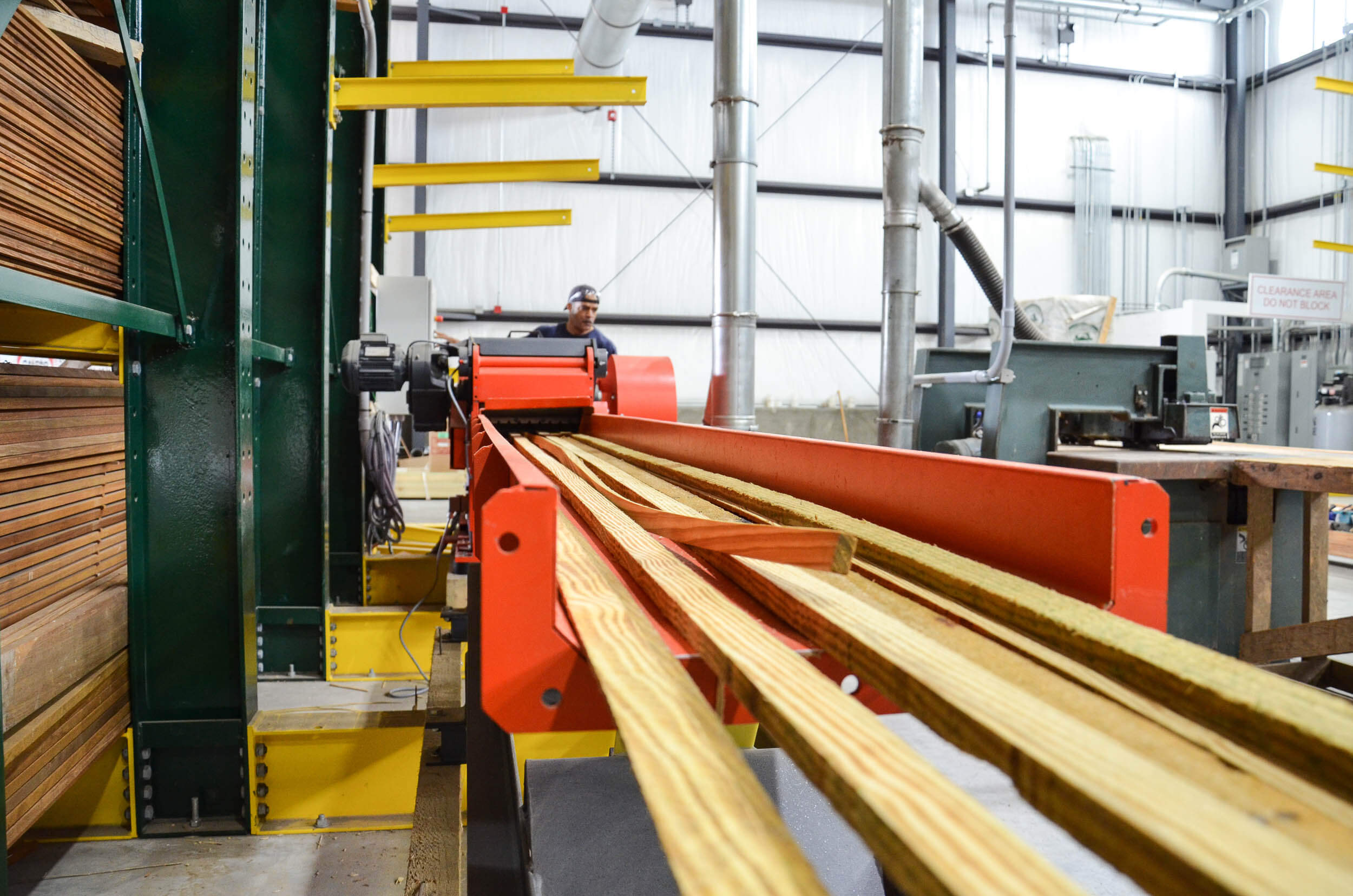 horizontal infeed conveyor with rippings