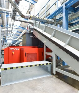 The shredder is perfectly integrated into the production line.