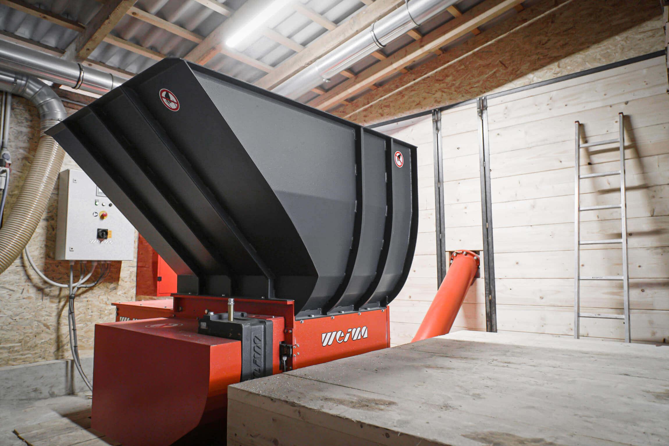 WEIMA WL 6 shredder shreds wood waste for heating