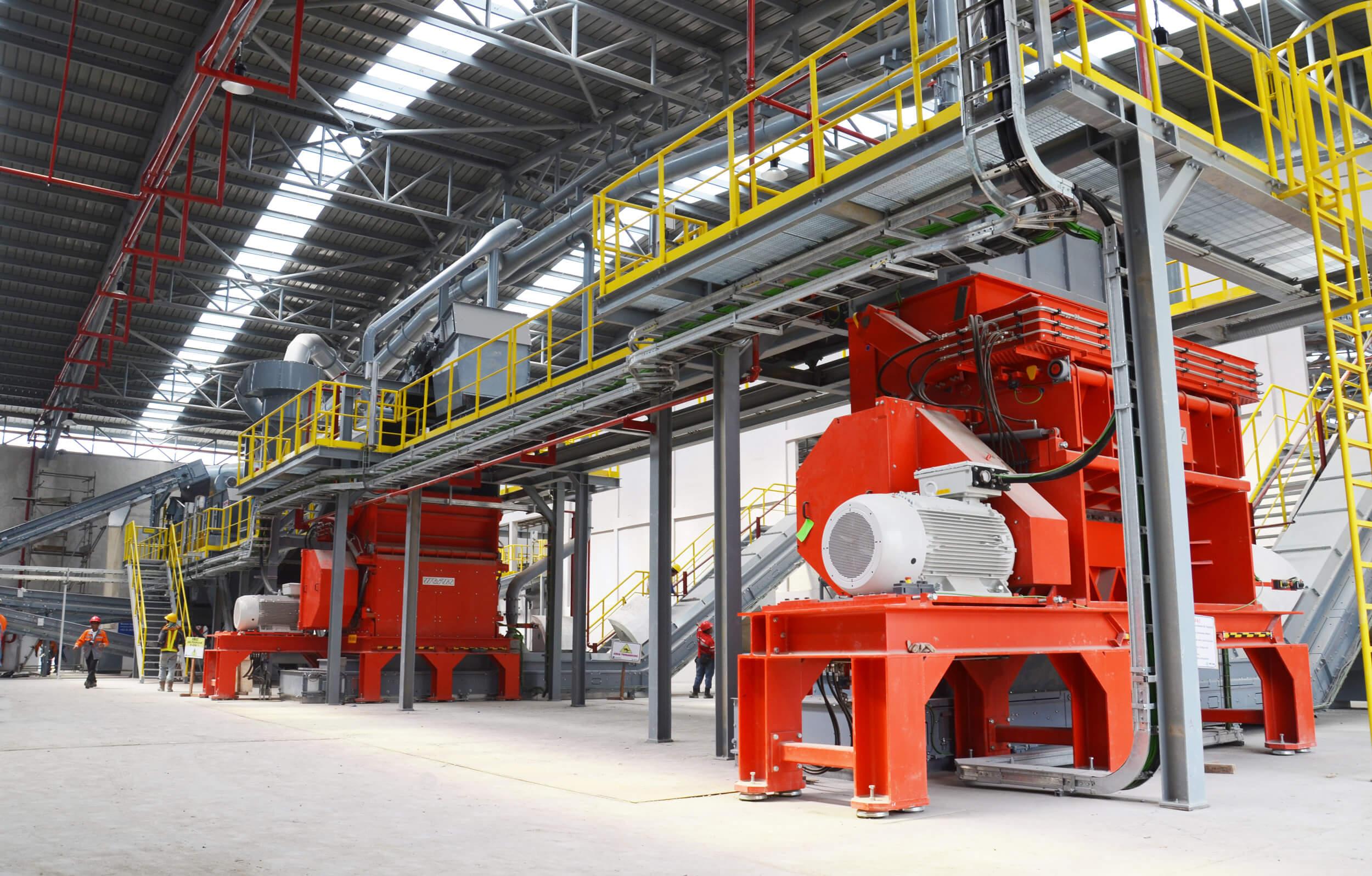 Zwei WEIMA FineCut 3000 Einwellen-Zerkleinerer shreddern Abfall für Ersatzbrennstoff in der Zementherstellung