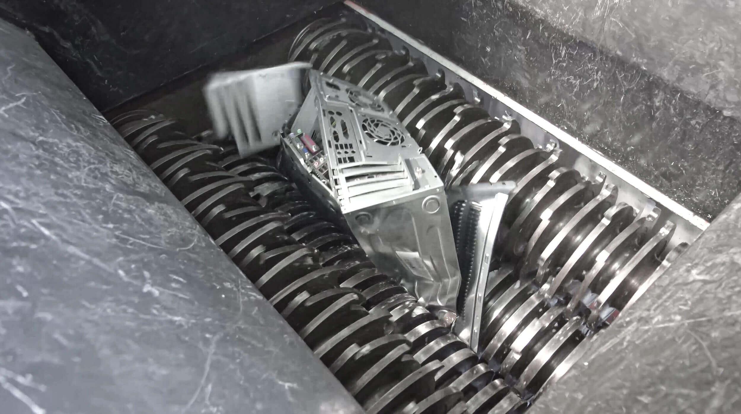 WEIMA ZM four-shaft shredder shreds WEEE electronic waste