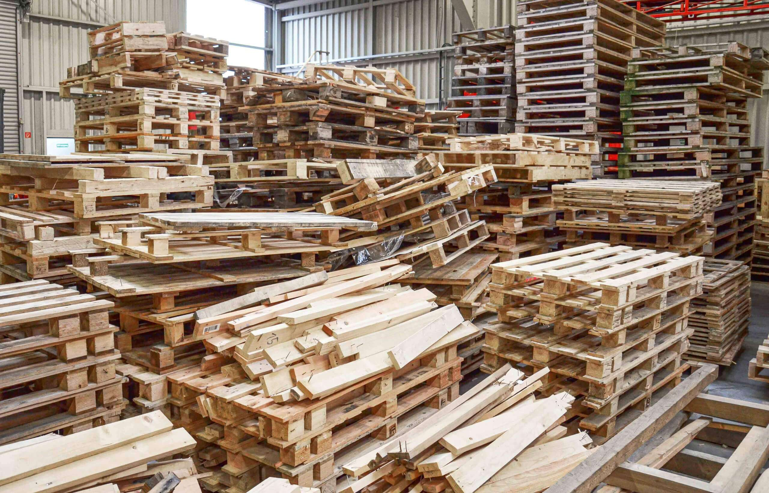 Stacks with old wooden pallets