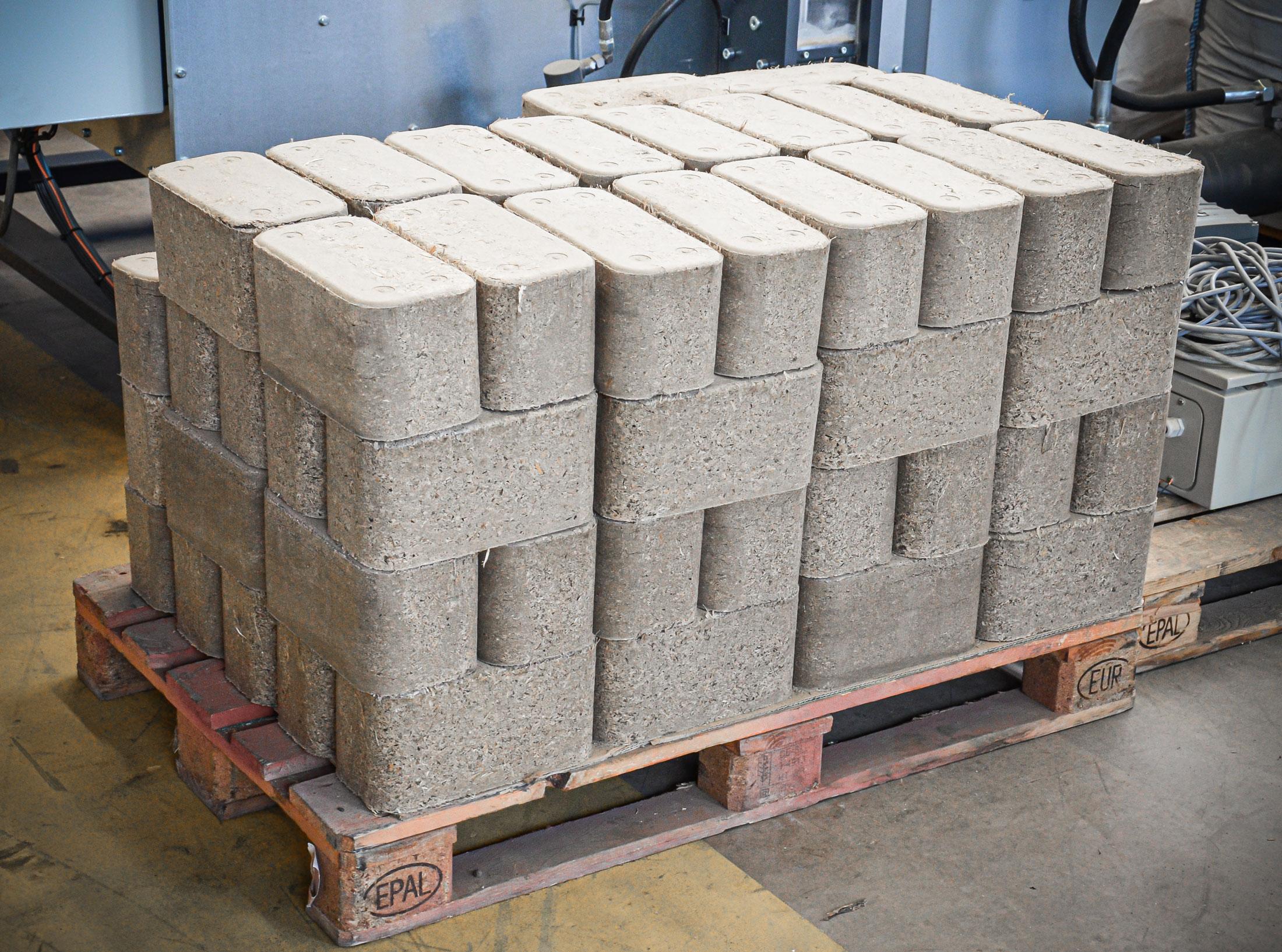 Stackable miscanthus briquettes