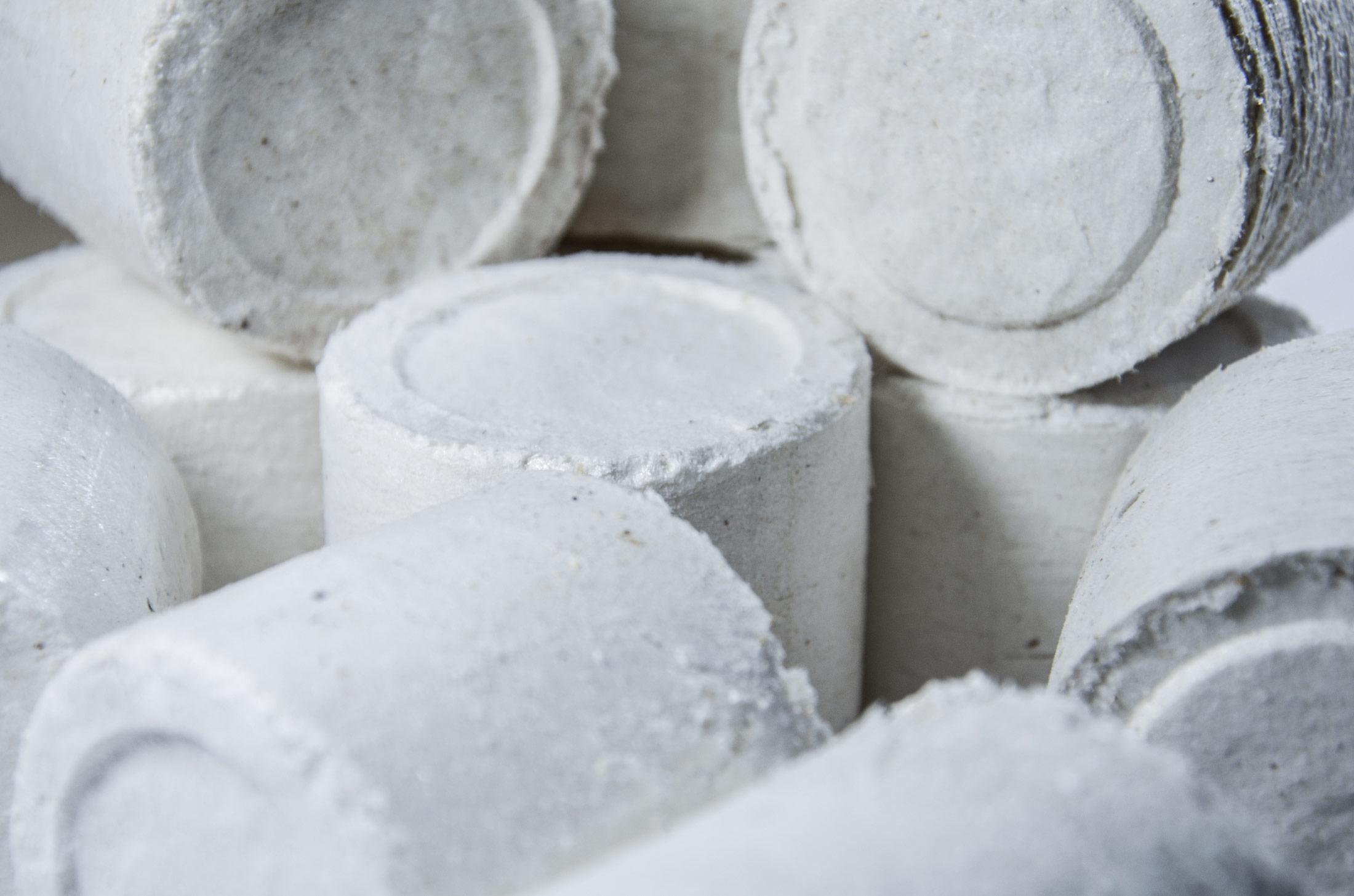 Round briquettes from paper dust