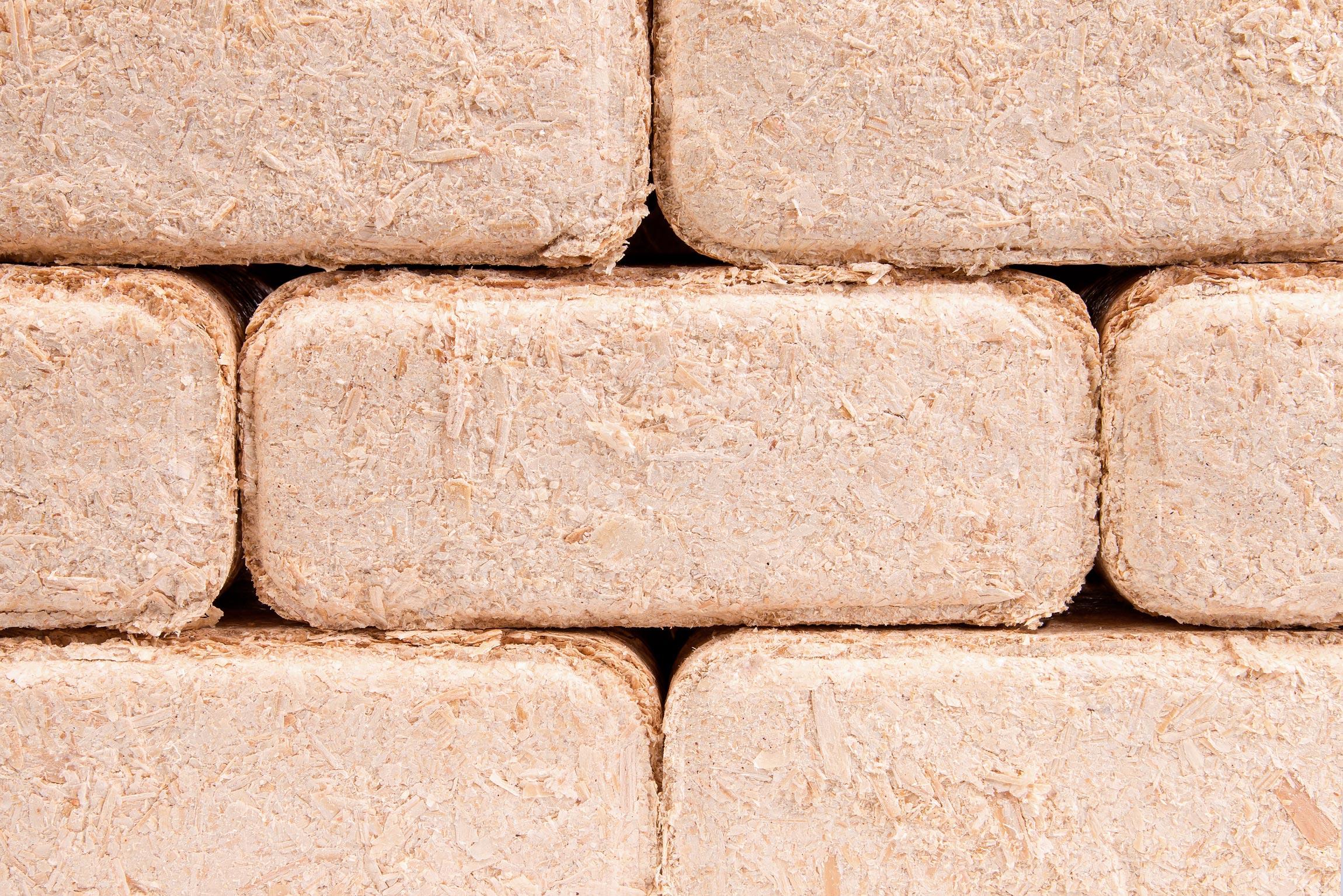 Stackable briquettes from wood scraps