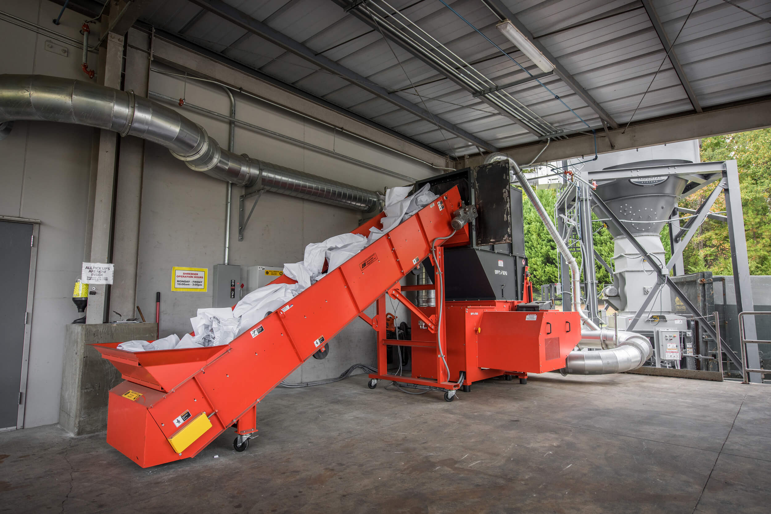 Paper recycling with a WEIMA WLK 10 shredder with extraction system