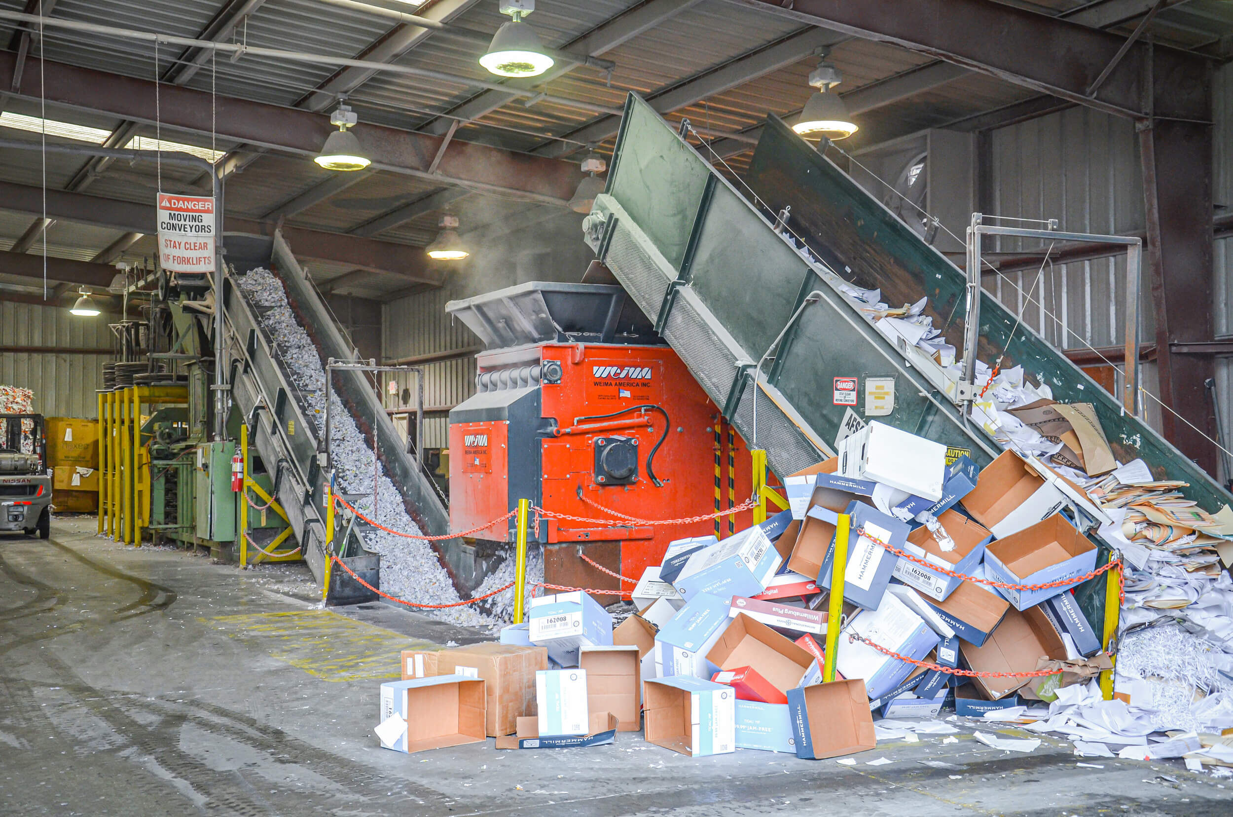 Cardboard recycling with a WEIMA WLK 15 Jumbo single-shaft shredder