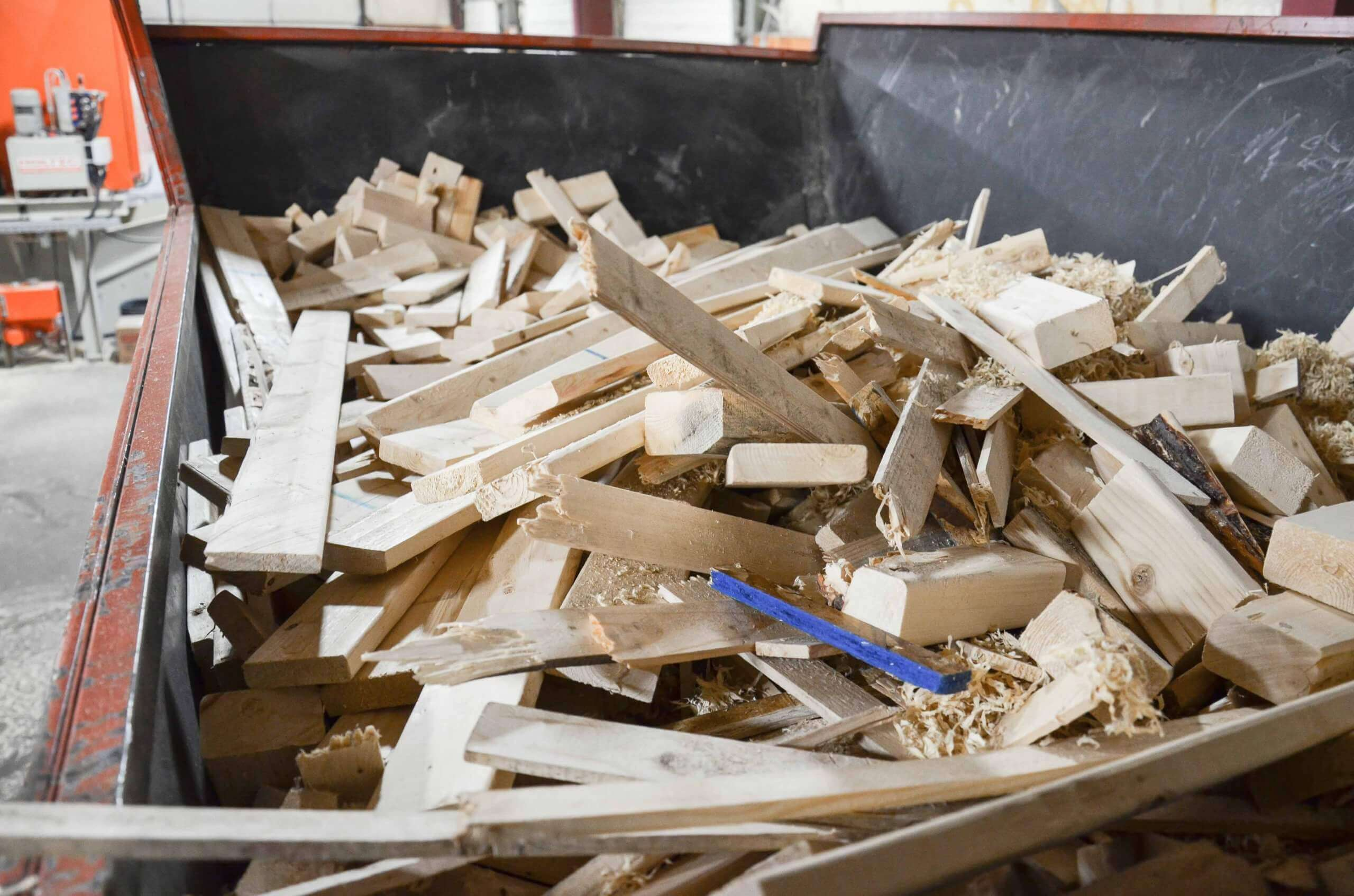 Splinters and wood sections in the hopper of the WEIMA shredder