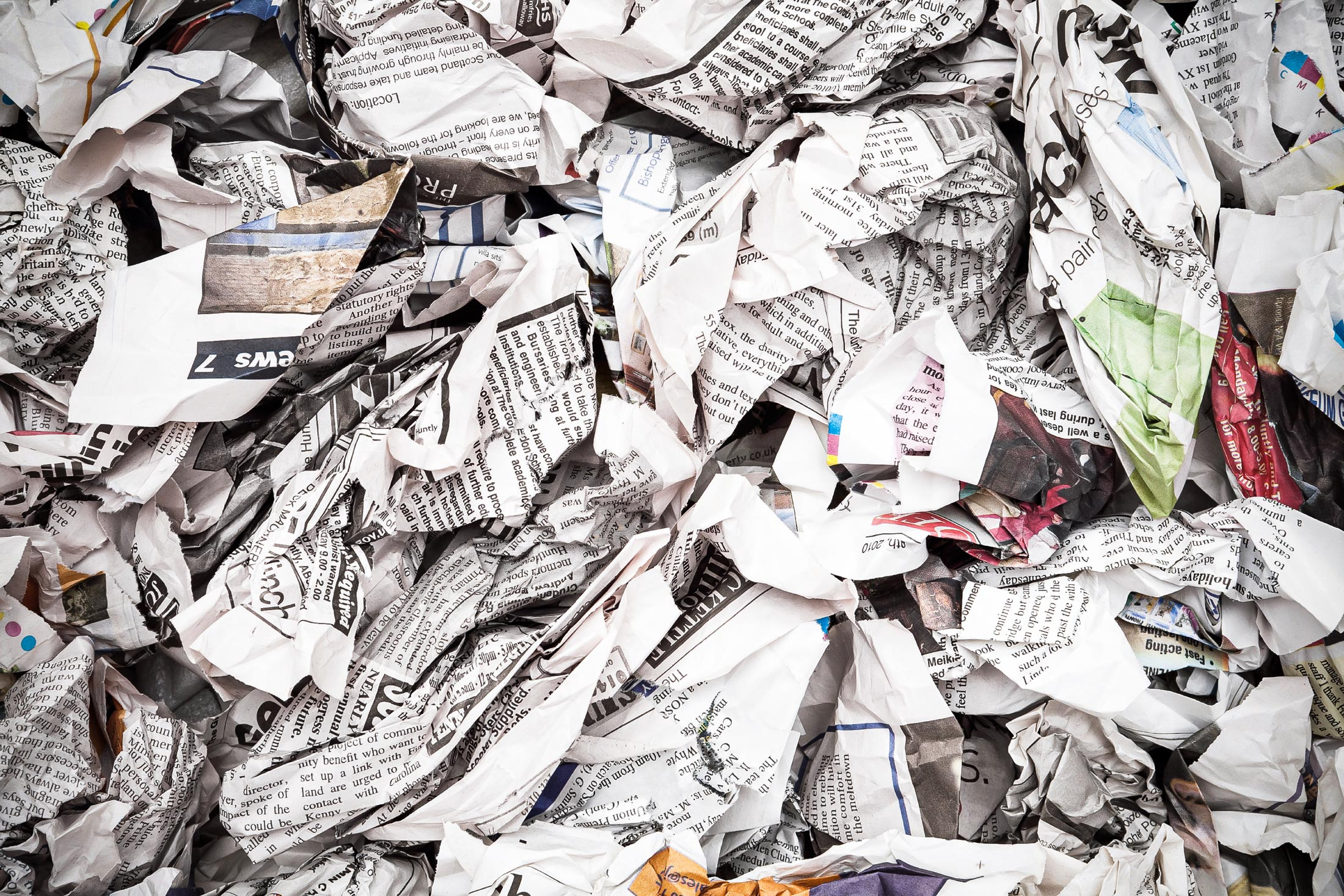 Zerknülltes Zeitungspapier