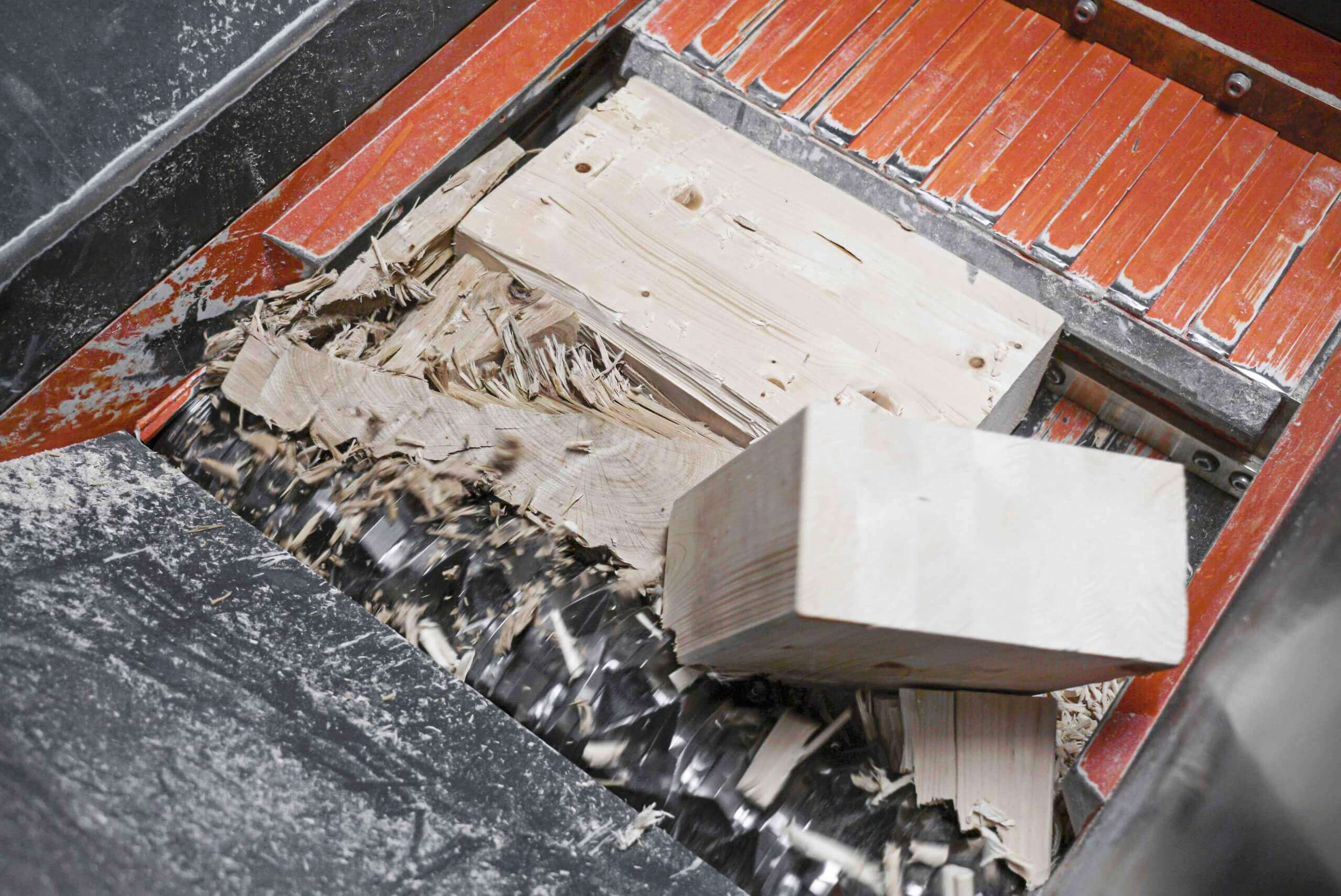 Wood waste from carpentry and roofing is shredded in WEIMA shredders