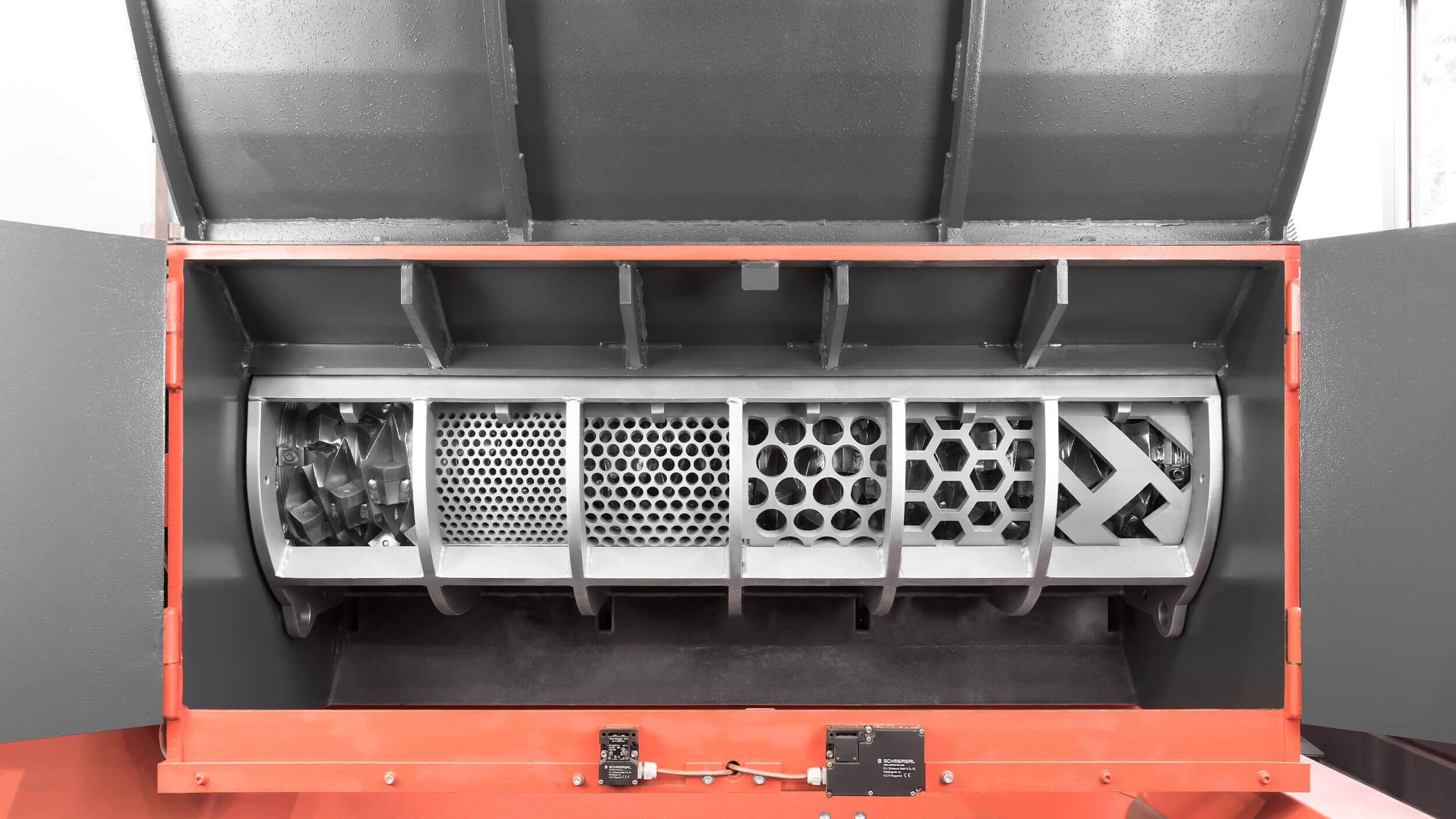 WEIMA Shredder with different screen options: without a screen, perforated screen in different hole sizes, honeycomb screen and zig-zag screen