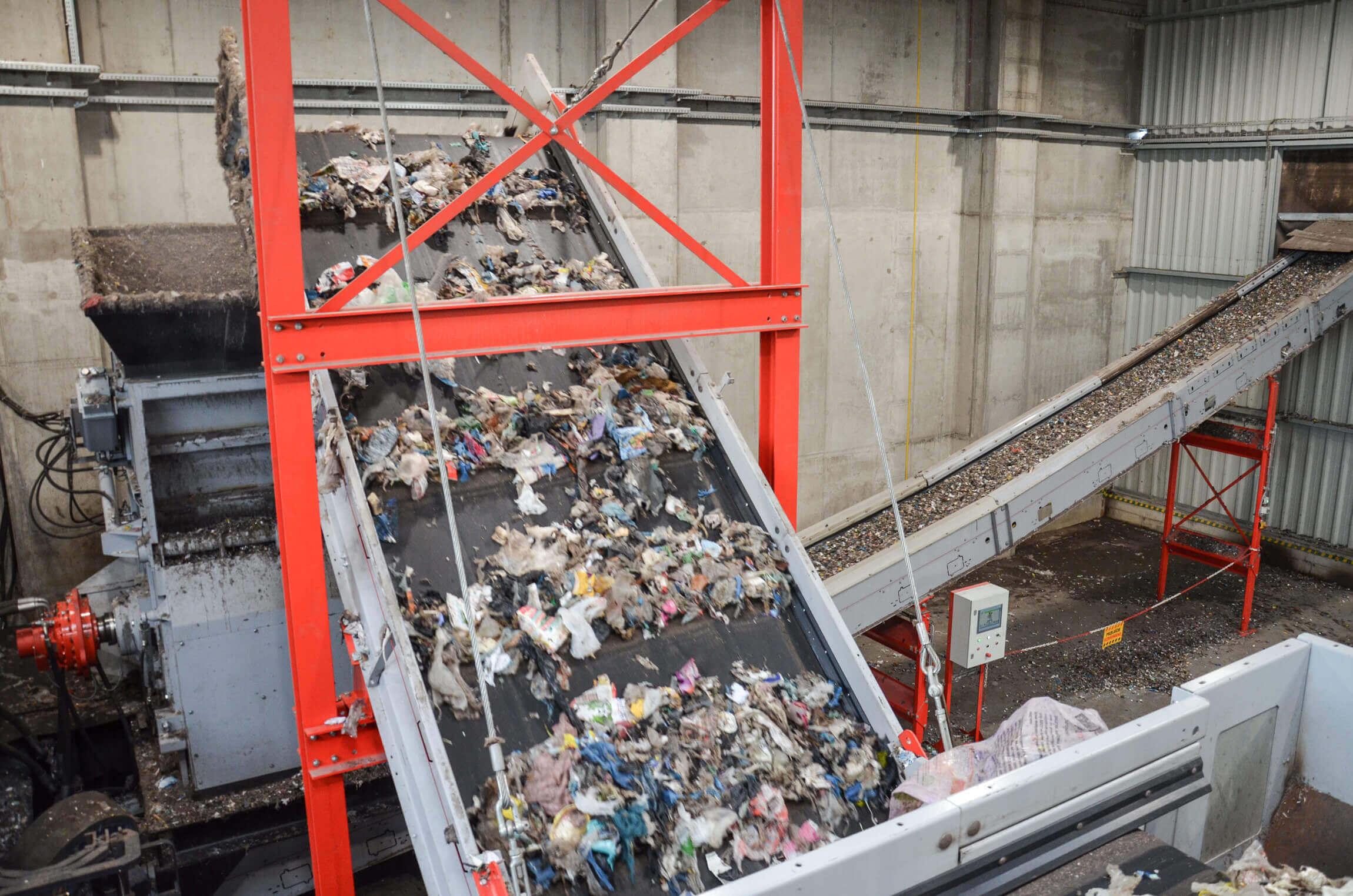 WEIMA PowerLine Einwellen-Zerkleinerer shreddert Abfall für die Produktion von Sekundärbrennstoffen