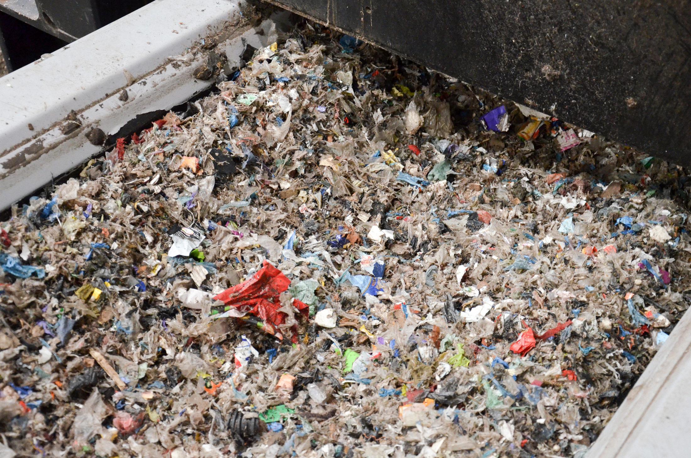 Geshredderter Abfall als Sekundärbrennstoff für die Kalzinatorfeuerung