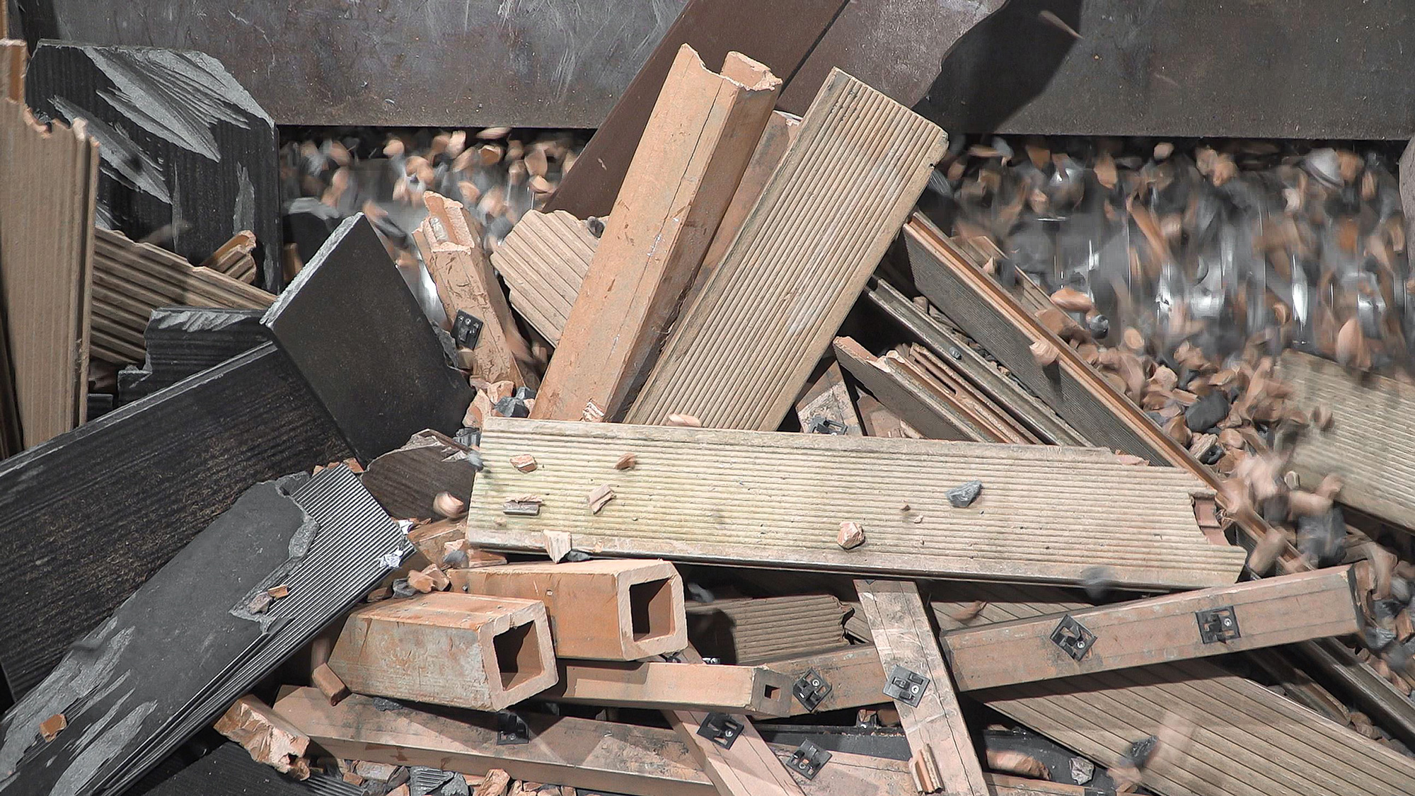 Wood composite material is shredded in WEIMA shredder