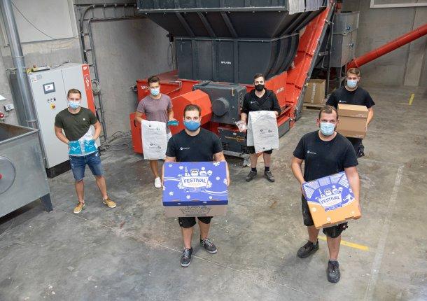 easy2cool Mitarbeiter vor WLK 1500 Shredder