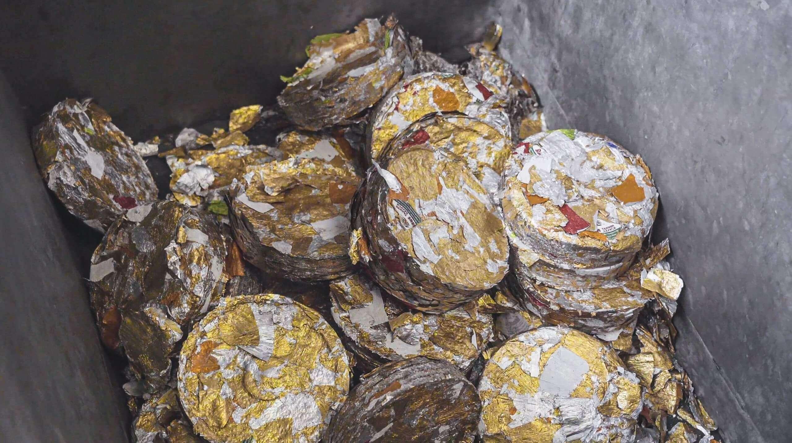 Ausgepresste Labels aus Aluminium bei der Brauerei Rothaus