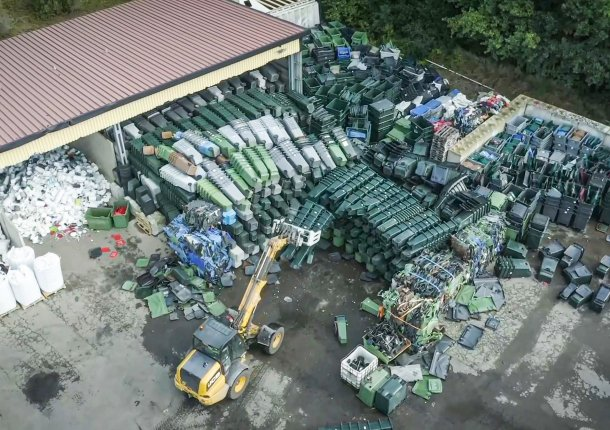 Material storage from old waste garbage cans, HDPE pipes and soiled hard plastic waste
