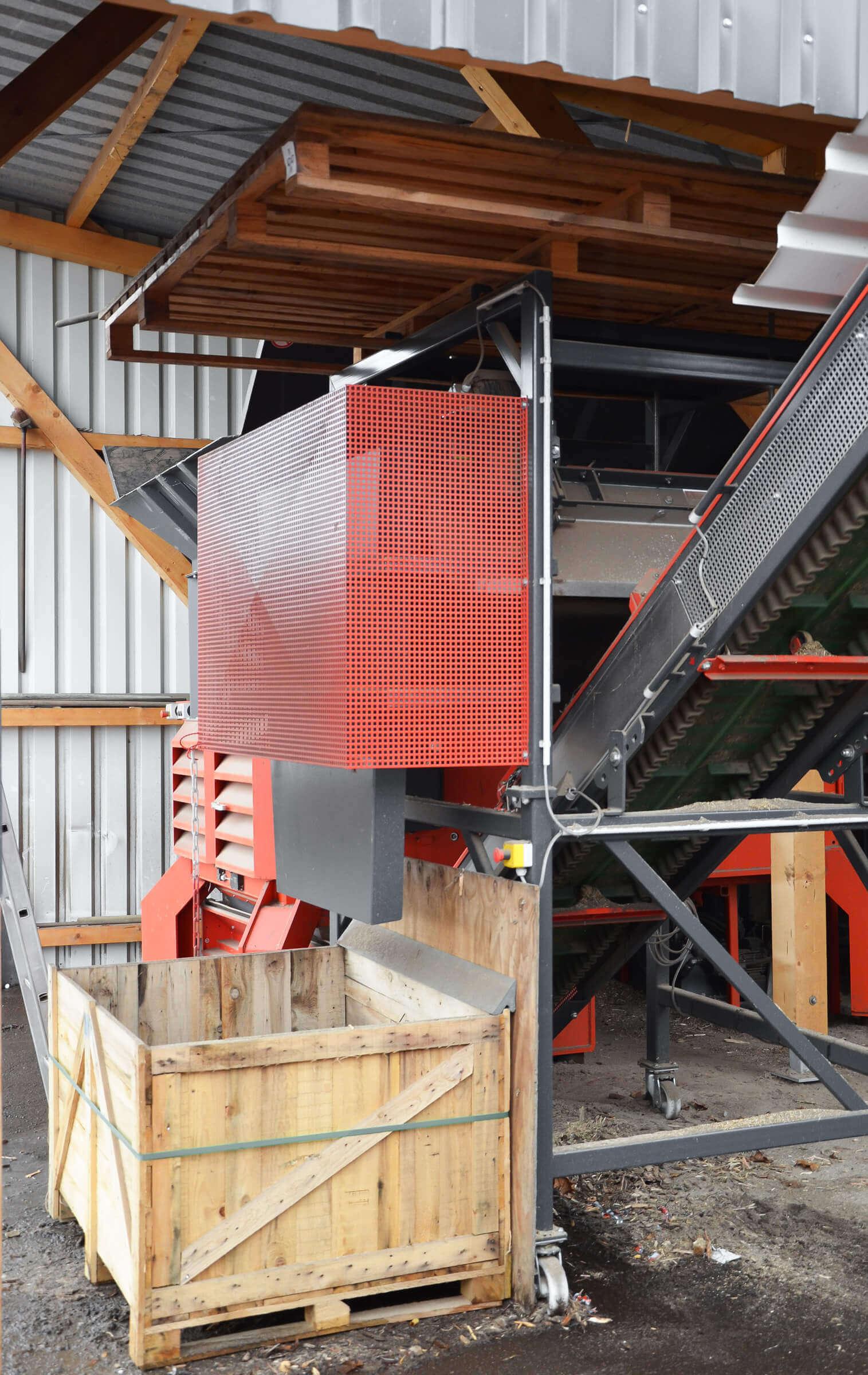 magnetic separator over conveyor belt