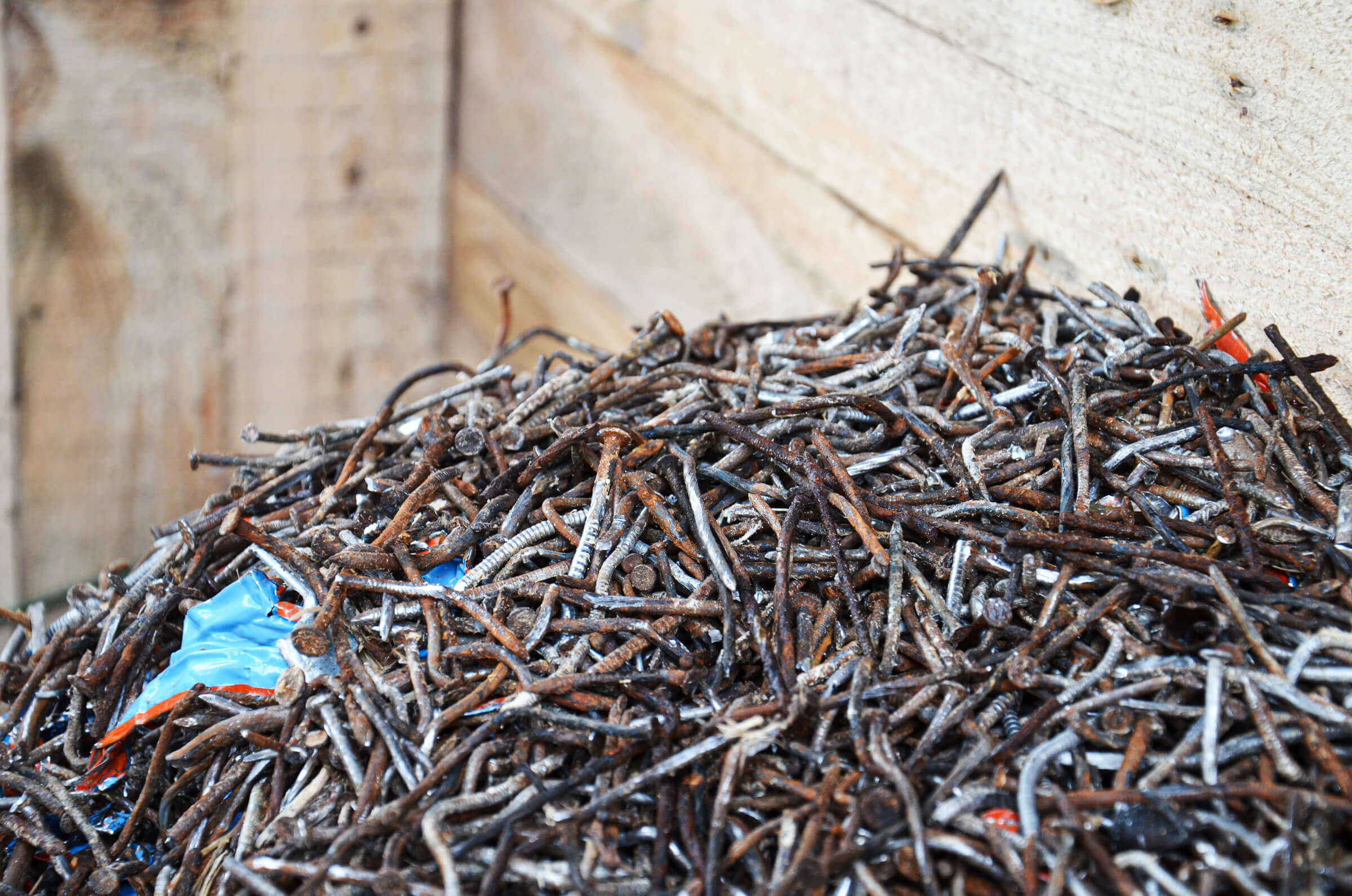 Nails, screws and metal separated from pallets