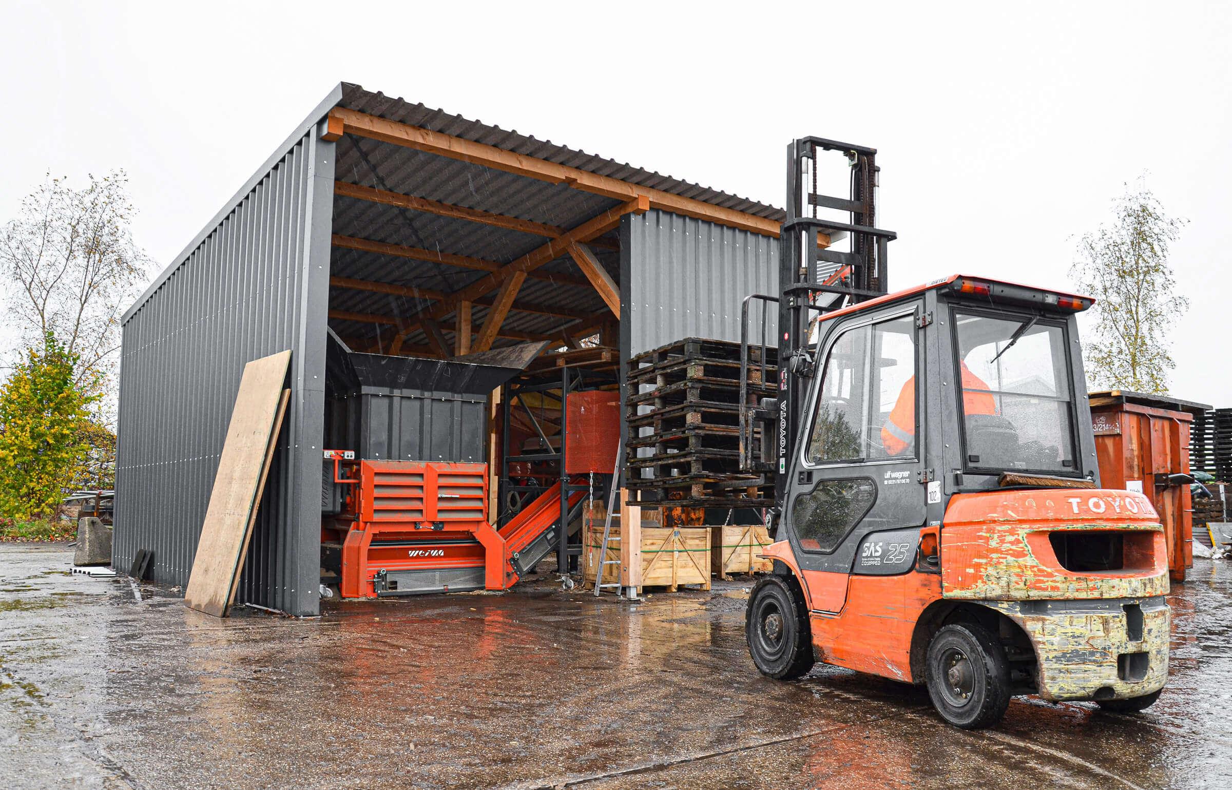 Shredder loading by truck