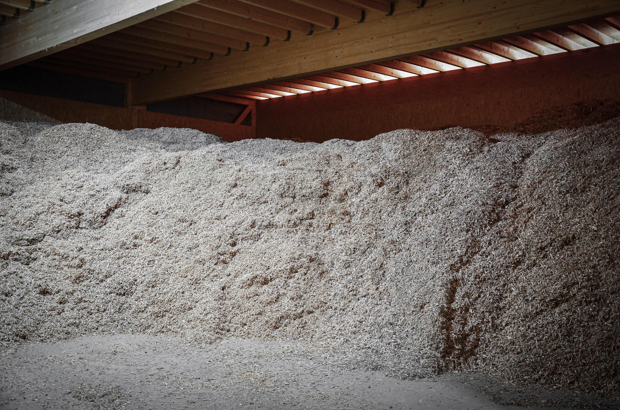 Chip bunker with shredded pallets