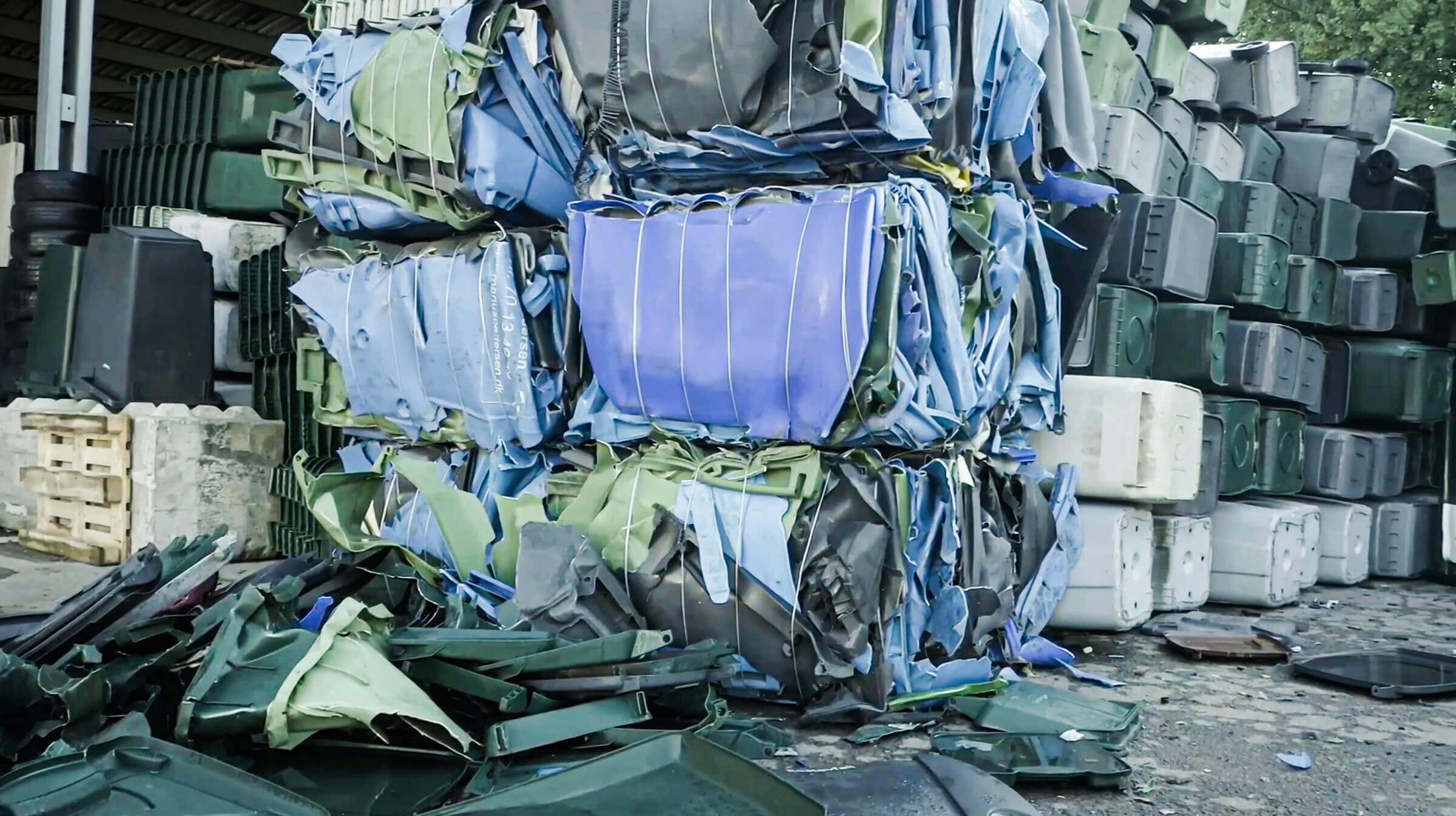 Recycling von Hartkunststoff Rigid Plastics in Form von Ballen