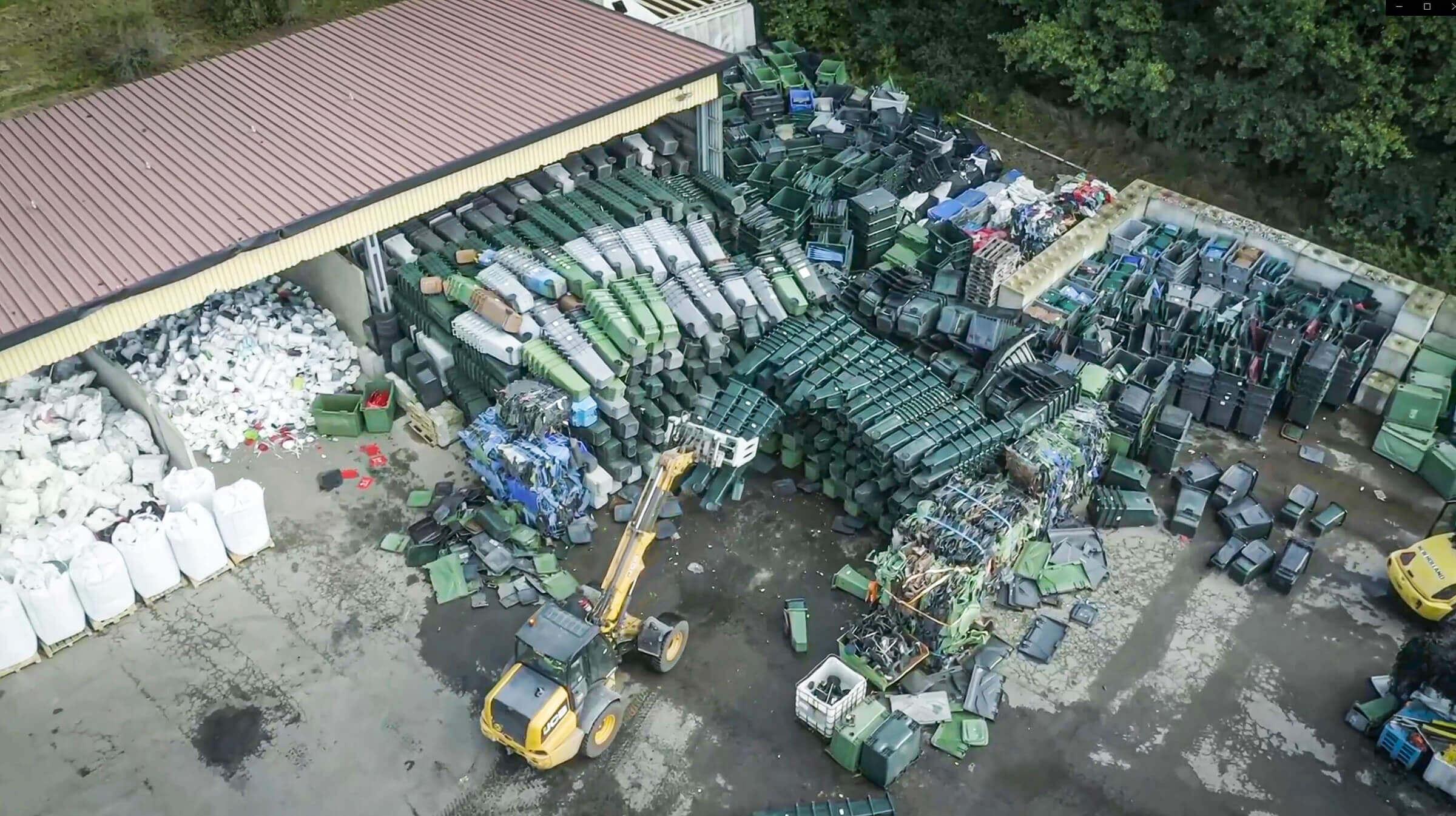 Hartkunststoff Abfälle werden vor der Zerkleinerung gesammelt