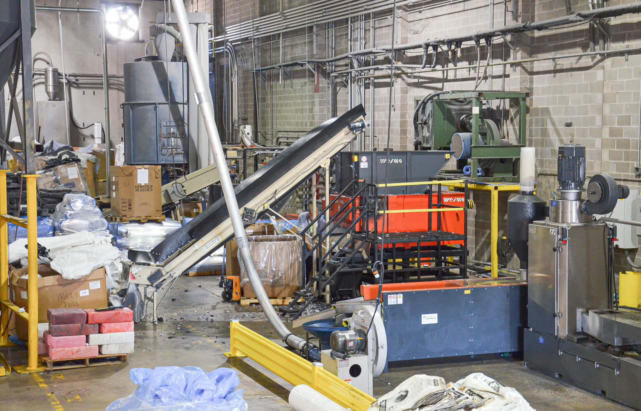 WEIMA WLK 10 shredder for plastic lumps in production line