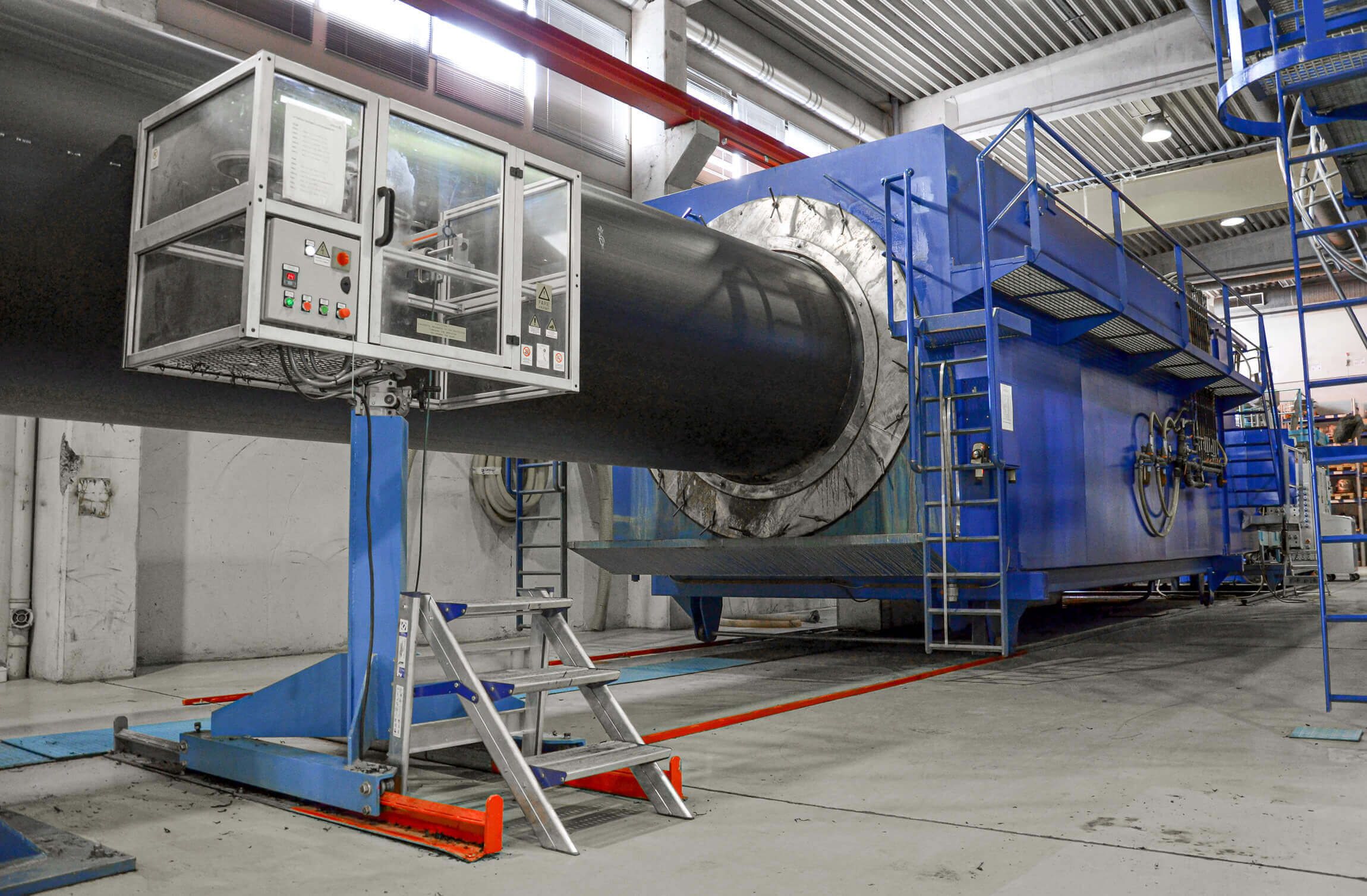 Large extrusion machine for pipes