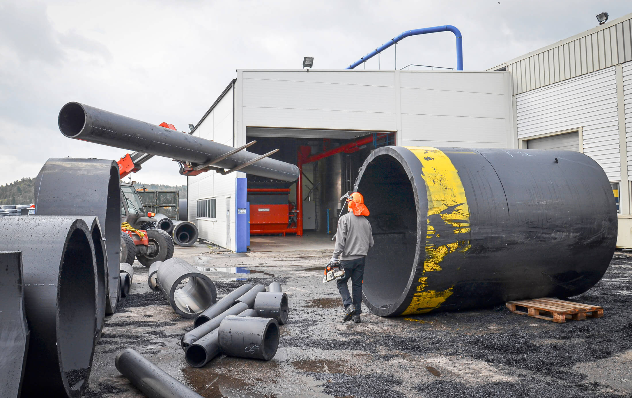 Delivery of HDPE pipes for the recycling process