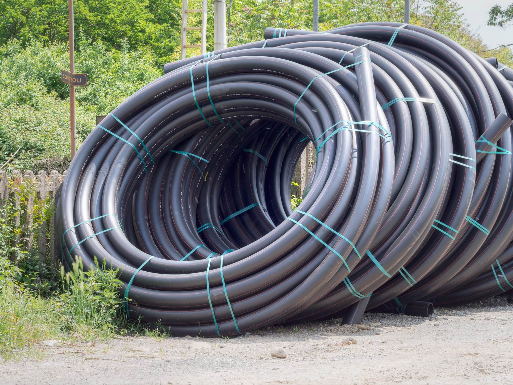 HDPE pipes are shipped and stored on spirals before recycling