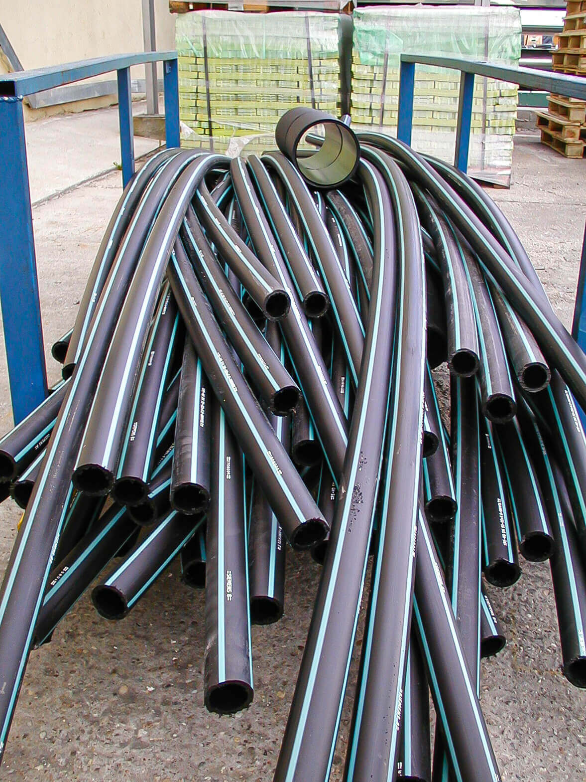 Pipe cuttings are stored stacked before the recycling process
