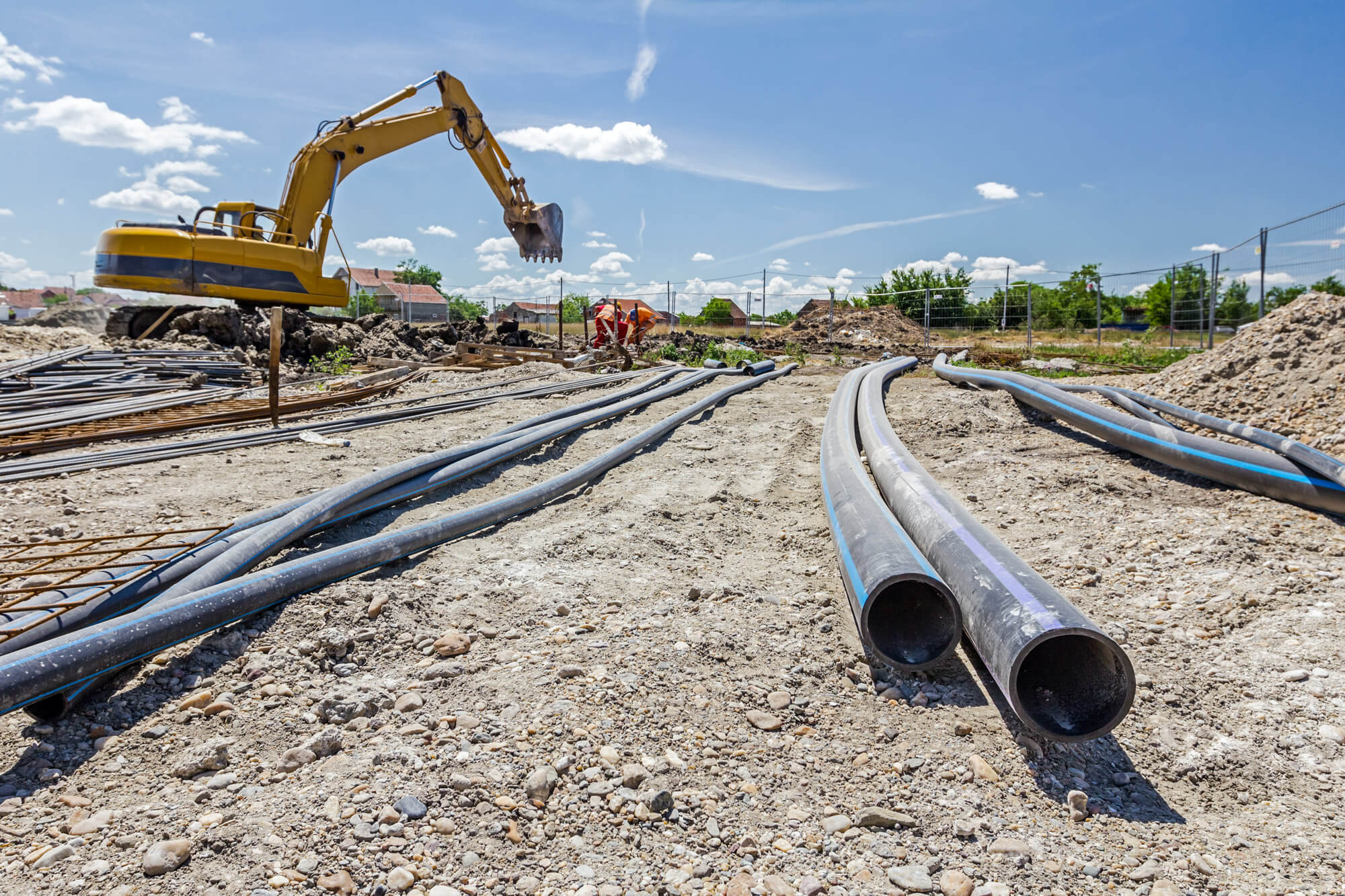 Long PE-HD plastic pipes are used during construction