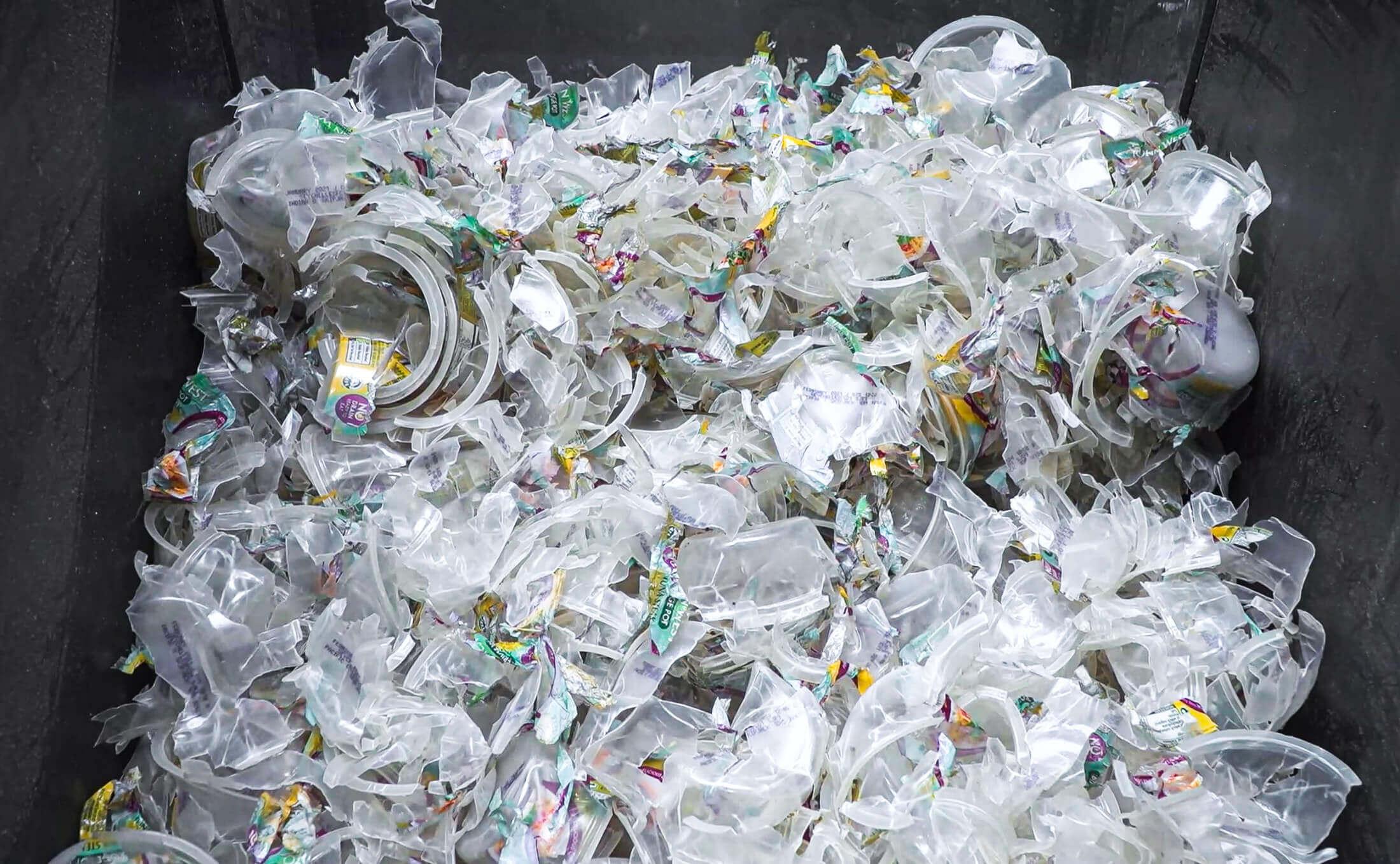 Recycling von PP Kunsstoff Joghurtbechern