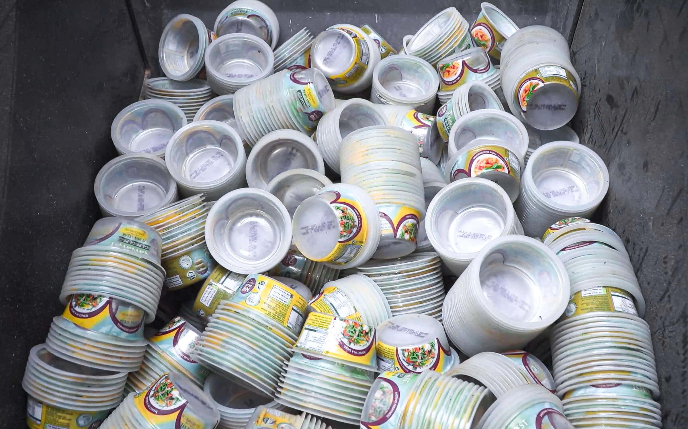 Zerkleinerung Plastikbecher aus Polypropylen